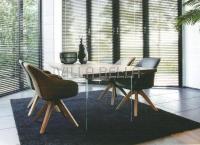 Design Appetito Holztisch mit eleganten Glasfüssen
